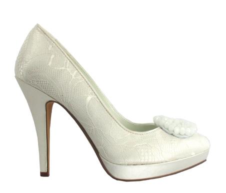 http://www.pacomena.eu/imagenes/coleccion/images/album2/zapatos-novia-1a.jpg