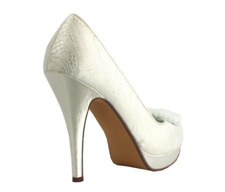 http://www.pacomena.eu/imagenes/coleccion/images/album2/zapatos-novia-1c.jpg