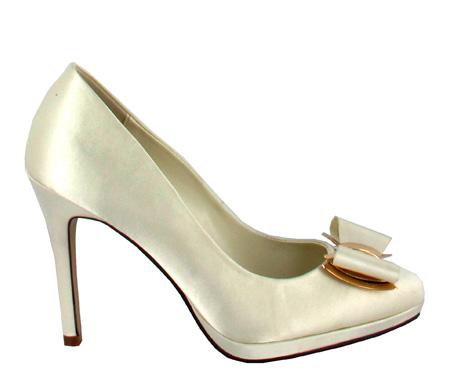 http://www.pacomena.eu/imagenes/coleccion/images/album2/zapatos-novia-3a.jpg