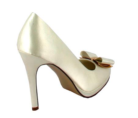 http://www.pacomena.eu/imagenes/coleccion/images/album2/zapatos-novia-3c.jpg
